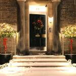 images/gallery/FrontDoorChristmasGallery.jpeg